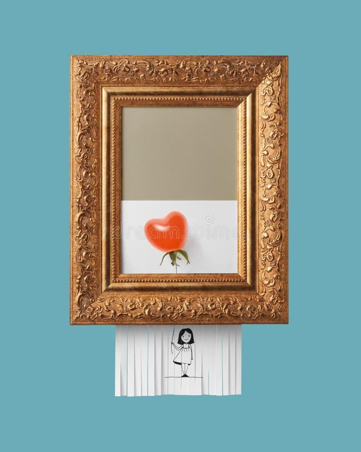 Ragazza con un pallone maturo del pomodoro sotto forma di un cuore nel telaio d'annata con un ornamento su un fondo blu auto fotografie stock libere da diritti