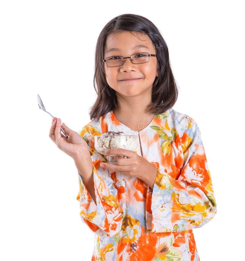 Ragazza con una ciotola di gelato II immagini stock