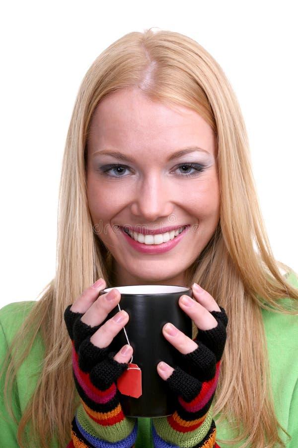 Ragazza con una tazza di tè fotografie stock libere da diritti
