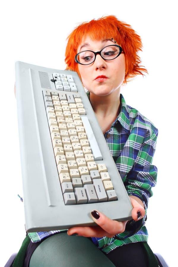 Ragazza con una vecchia tastiera immagine stock libera da diritti