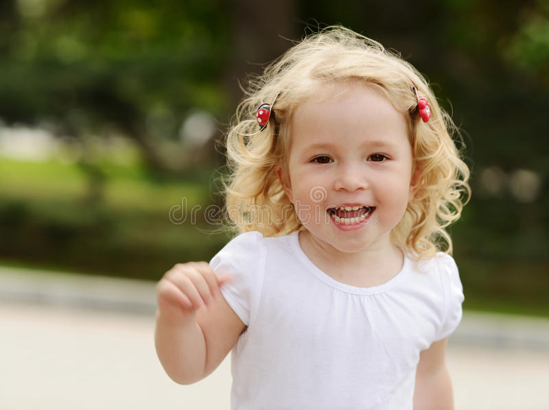 Ragazza corrente del bambino fotografia stock