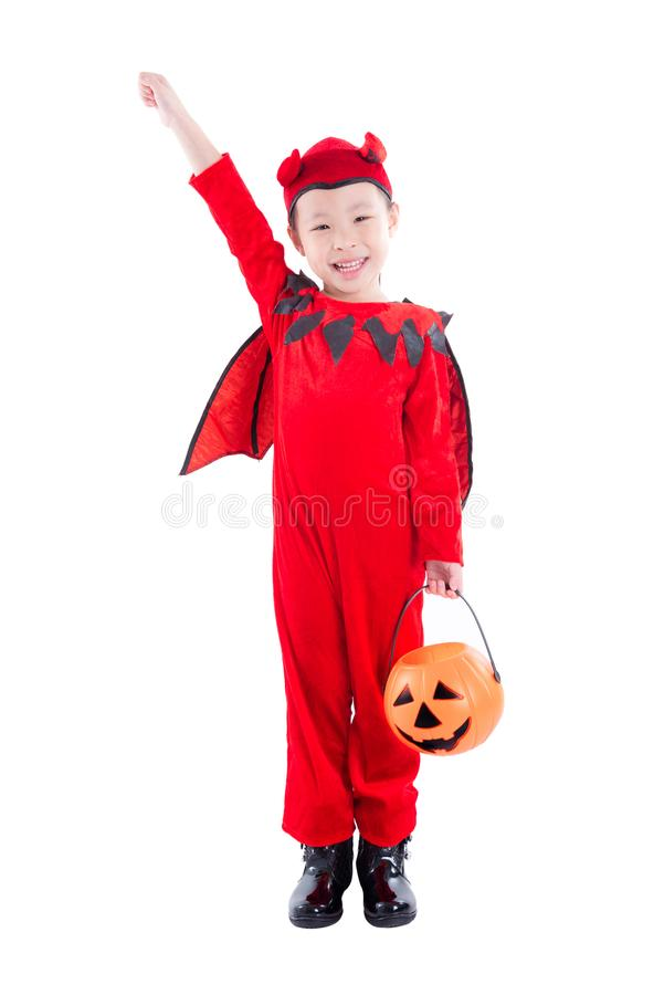 Ragazza in costume di Halloween del diavolo che controlla bianco immagini stock