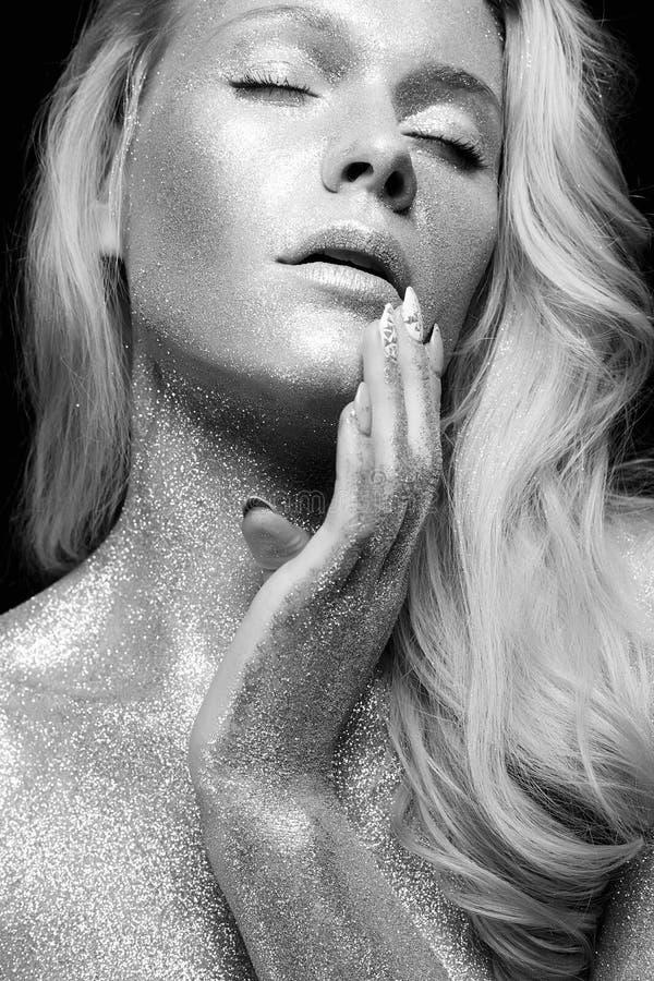 Ragazza d'argento Ritratto in bianco e nero di bellezza immagine stock