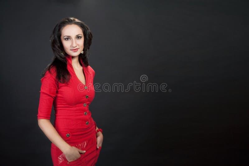 Ragazza dark-haired elegante di bellezza giovane fotografie stock libere da diritti