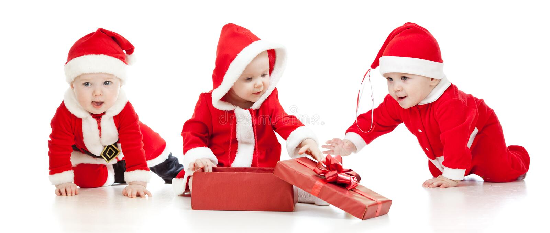 Ragazza dei ragazzi di bambini della Santa di natale con il contenitore di regalo fotografia stock libera da diritti