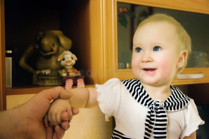 Ragazza del bambino a casa immagini stock