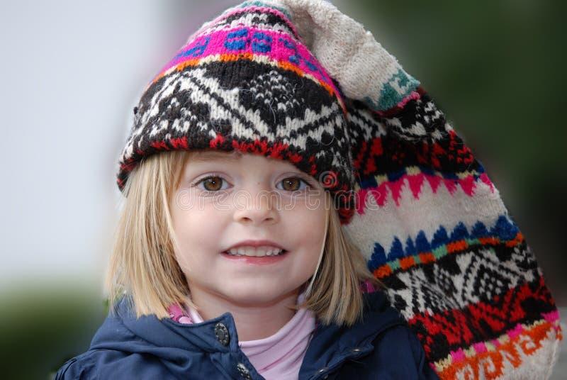 Ragazza del bambino con il grande cappuccio fotografie stock