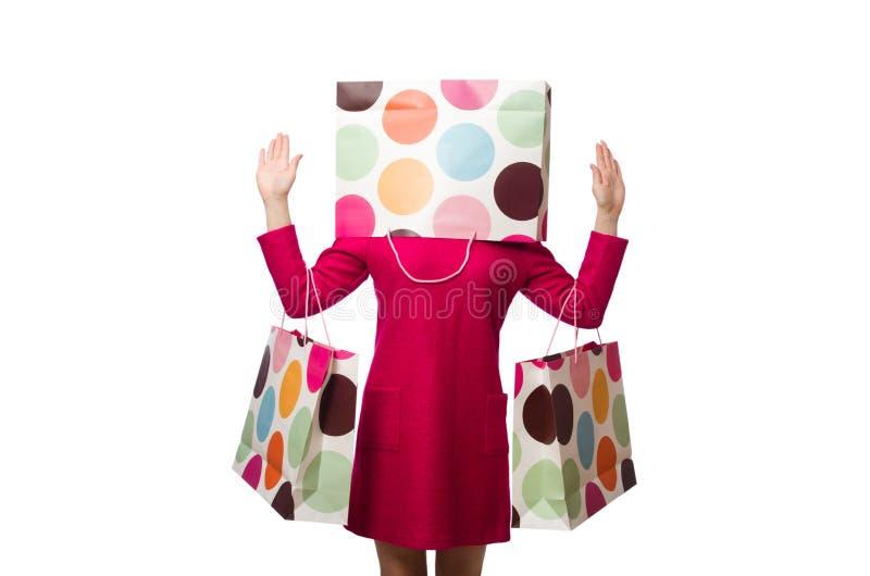 Ragazza del cliente in vestito rosa che tiene i sacchetti di plastica su briciolo fotografia stock libera da diritti