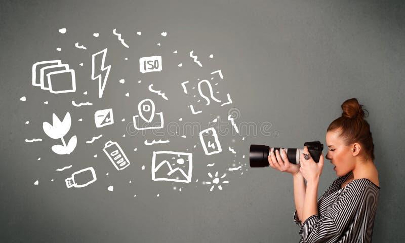 Ragazza del fotografo che cattura le icone ed i simboli bianchi di fotografia immagini stock libere da diritti