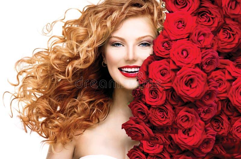 Ragazza del modello di moda con capelli rossi immagine stock libera da diritti