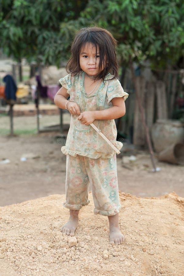 Ragazza del ritratto del Laos nella povertà fotografie stock libere da diritti