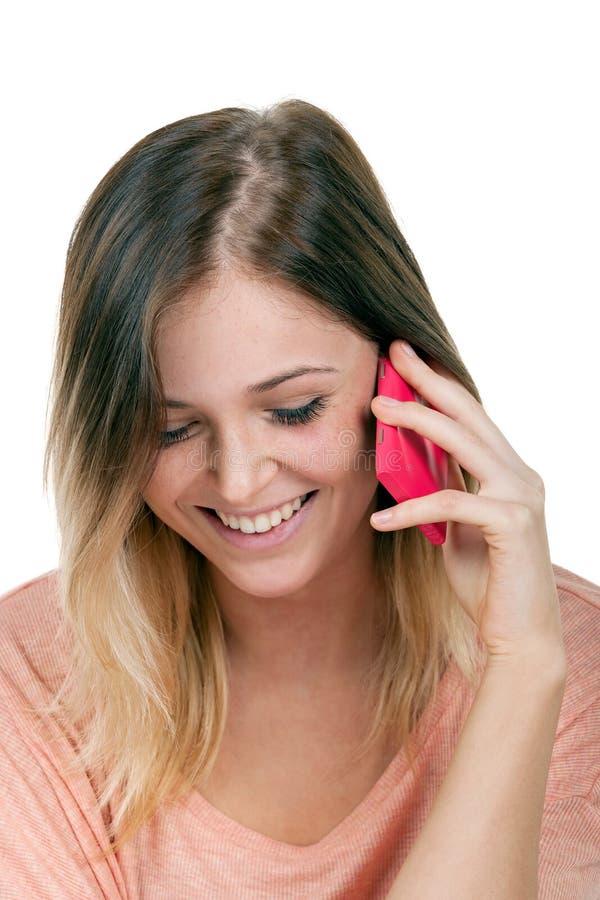Ragazza dell'adolescente sul telefono cellulare isolato su un fondo bianco immagini stock