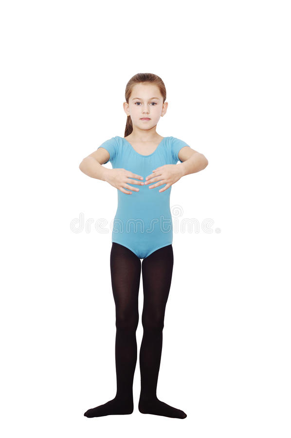 Ragazza della ballerina 6 anni Ballerina graziosa che pratica le sue posizioni isolate su fondo bianco fotografia stock libera da diritti
