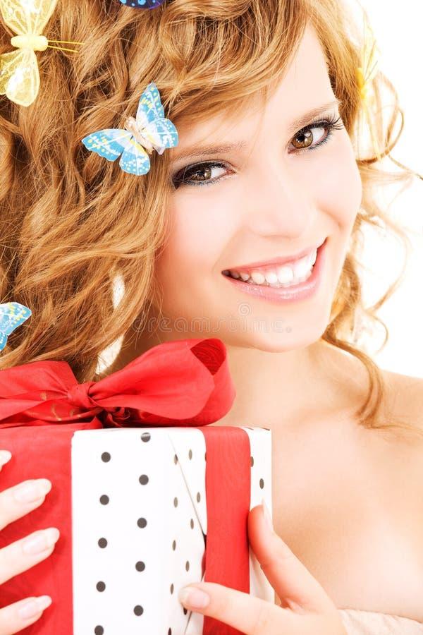 Ragazza della farfalla con il regalo immagini stock