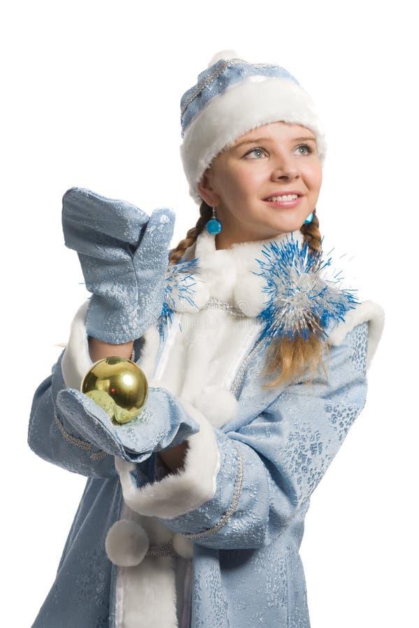 Ragazza della neve con la decorazione dell'natale-albero fotografie stock
