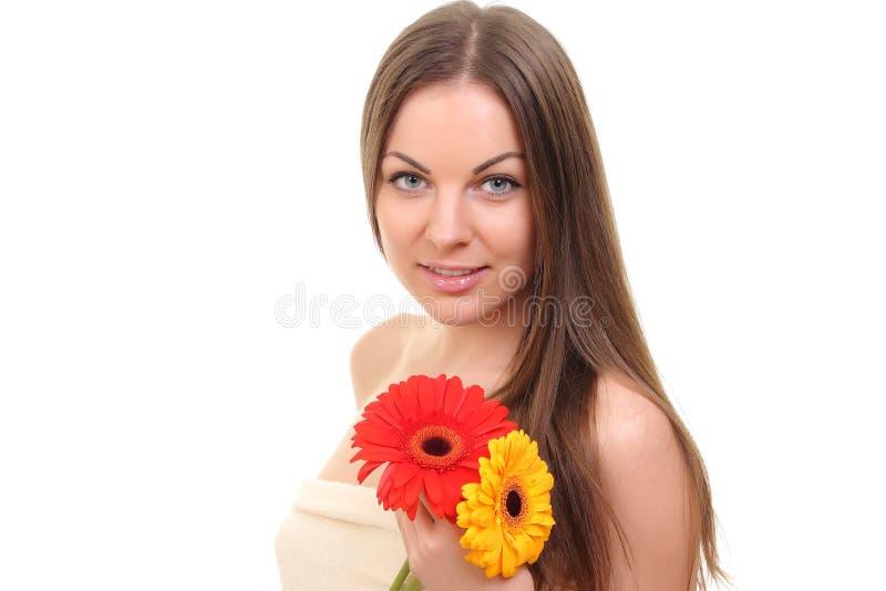 Ragazza della stazione termale con i fiori immagini stock libere da diritti