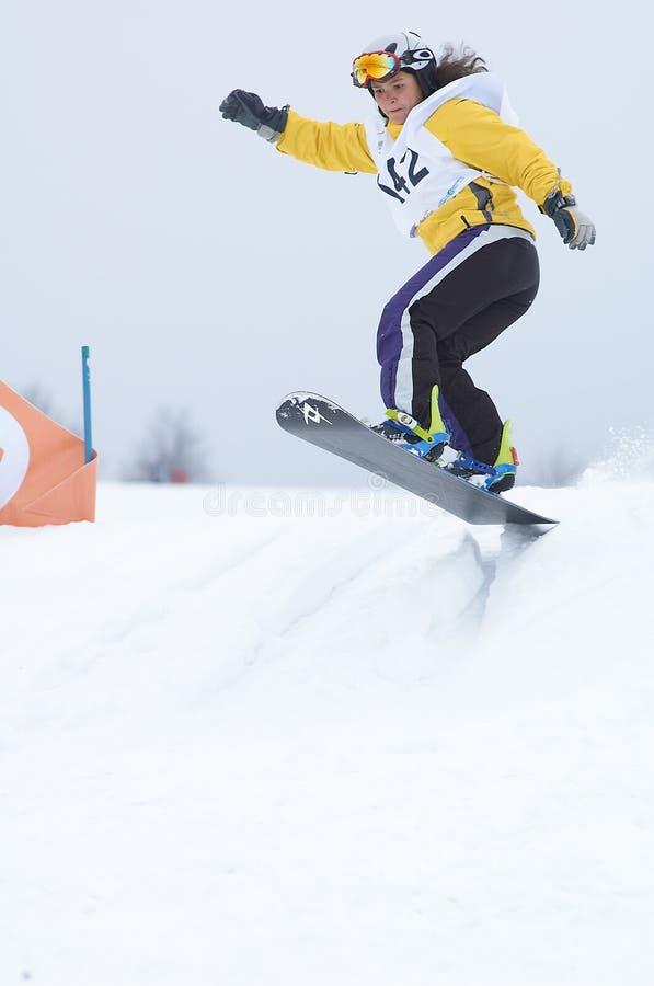 Ragazza dello Snowboard nella corsa fotografia stock