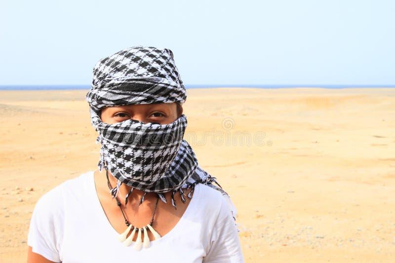 Ragazza in deserto fotografie stock libere da diritti