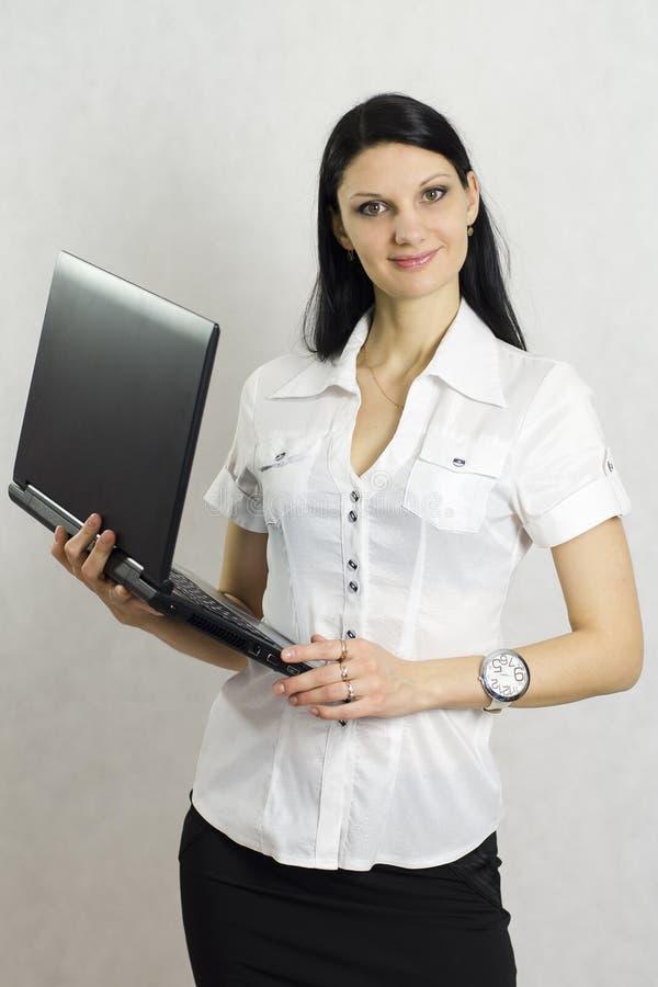 Ragazza di affari con un computer portatile fotografie stock