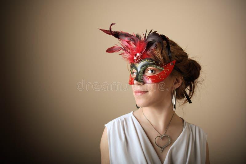 Ragazza di bellezza con la mascherina fotografia stock libera da diritti