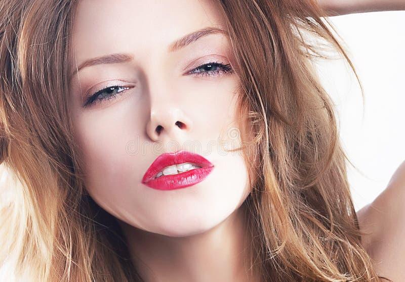 Ragazza di bellezza del modello di modo - fronte abbastanza liscio fotografia stock libera da diritti
