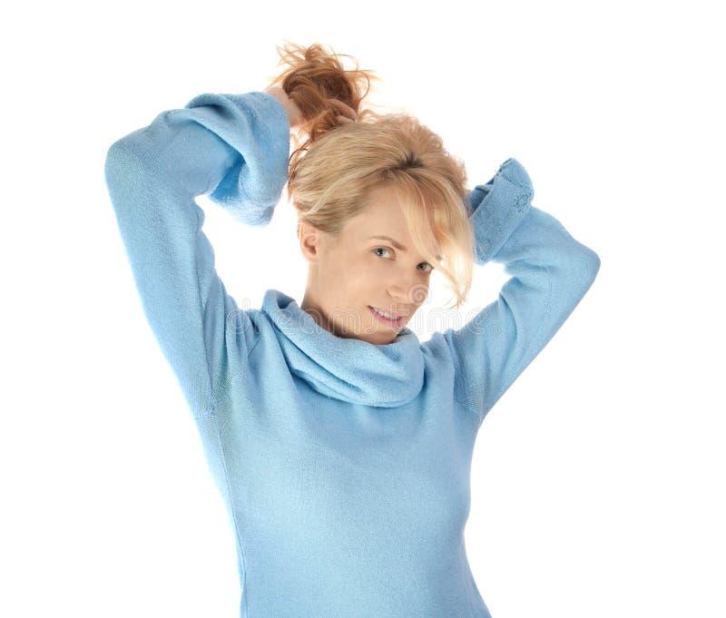 Ragazza di bellezza in maglione blu immagini stock libere da diritti