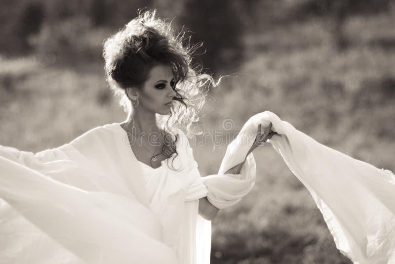 Ragazza di Bouring in bianco e nero fotografia stock libera da diritti