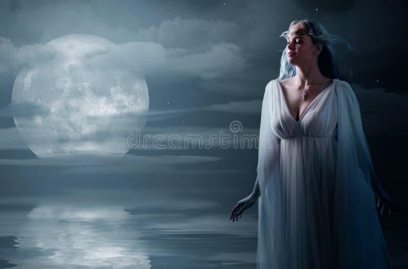 Ragazza di Elven alla riva di mare immagini stock libere da diritti