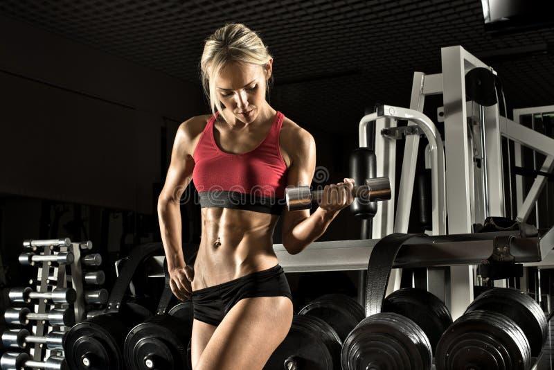 Ragazza di forma fisica in ginnastica immagini stock libere da diritti