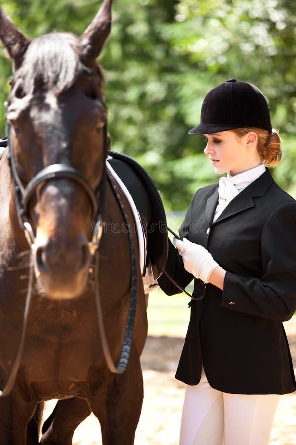 Ragazza di guida di Horseback fotografia stock libera da diritti