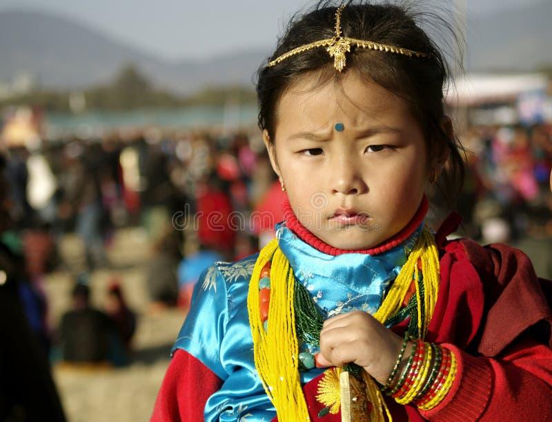 Ragazza di Gurung in vestito tradizionale immagine stock