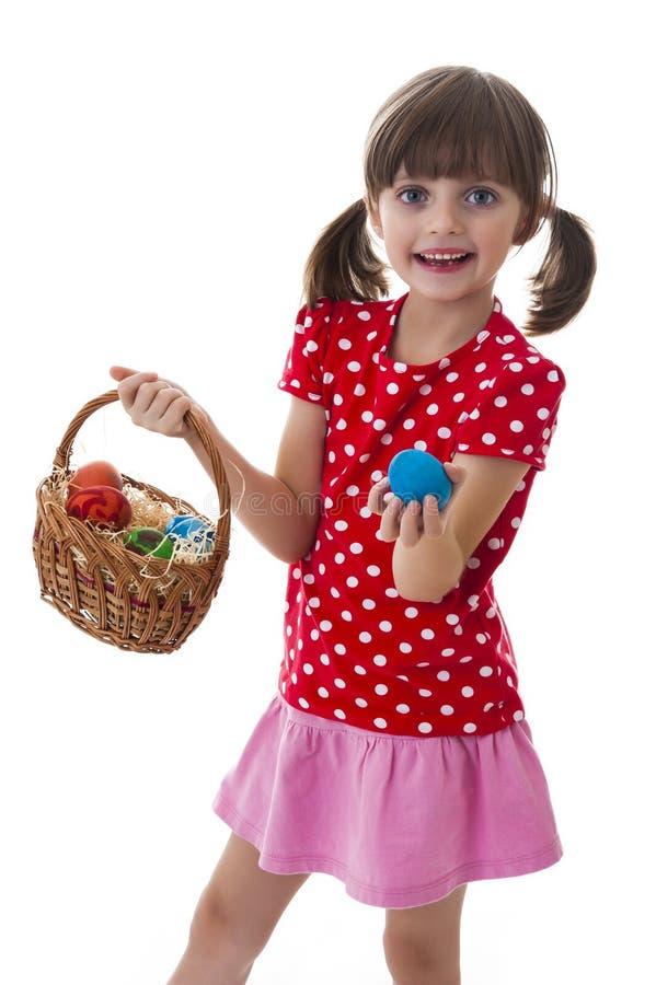 Ragazza di Lttle che tiene le uova di Pasqua fotografia stock libera da diritti