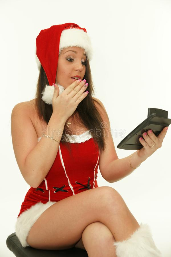 Ragazza di Natale con il calcolatore fotografia stock libera da diritti