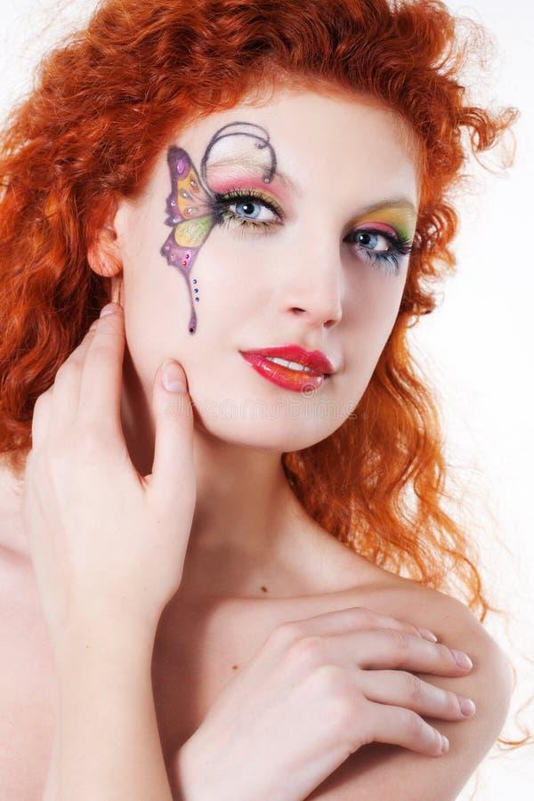 Ragazza di Redhead con trucco di arte fotografie stock libere da diritti