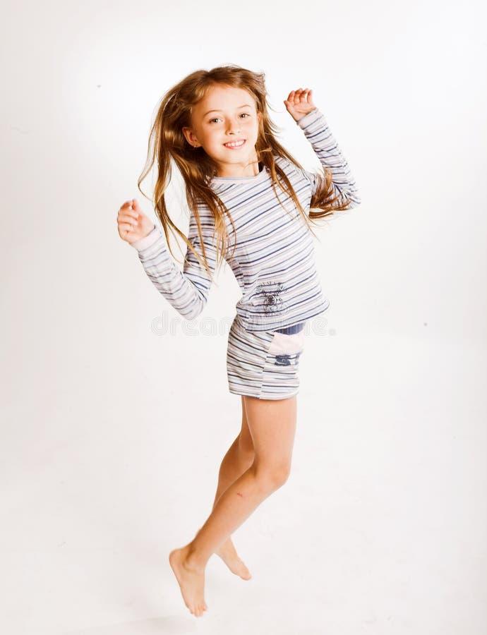 Download Ragazza di salto immagine stock. Immagine di ragazza, salto - 7311337