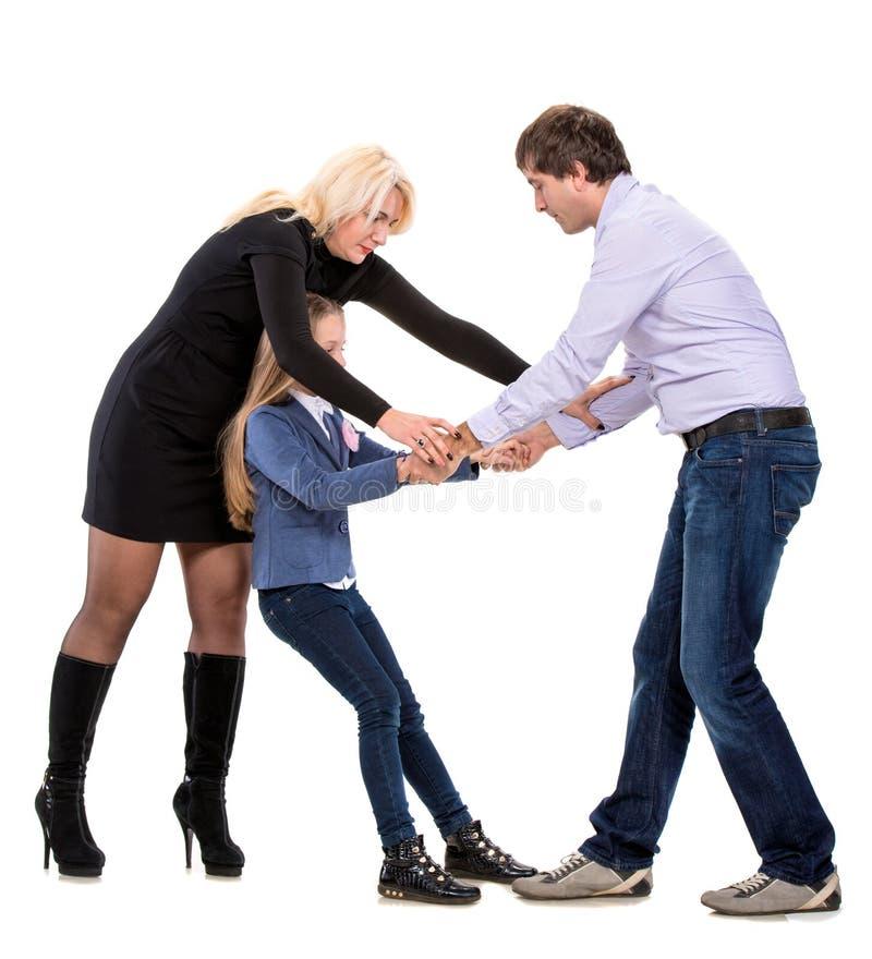 Ragazza di sguardo triste con i suoi genitori di combattimento fotografie stock
