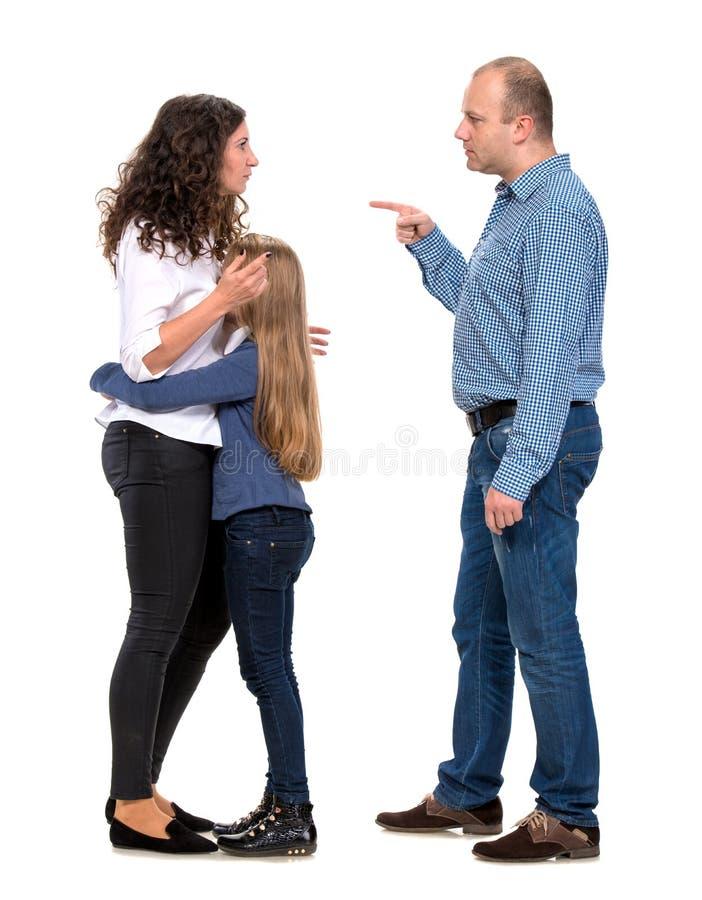 Ragazza di sguardo triste con i suoi genitori di combattimento immagini stock libere da diritti