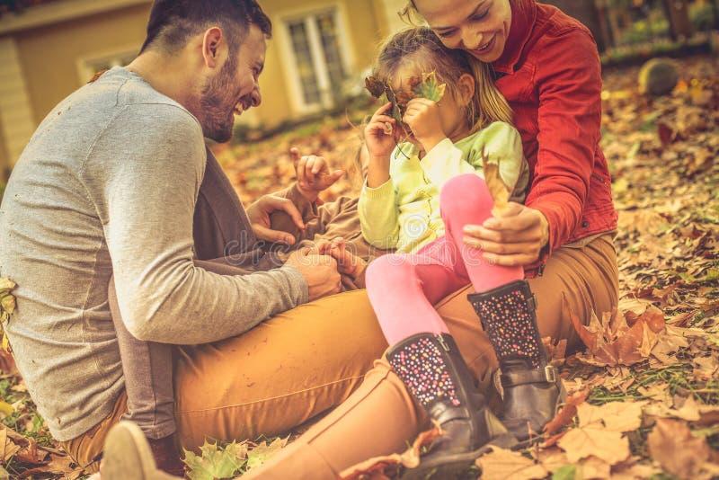 Ragazza divertente dove siete? Famiglia fotografia stock