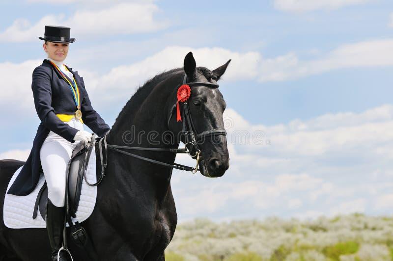 Ragazza e cavallo di dressage immagine stock