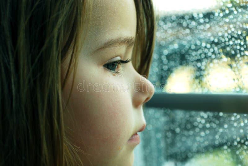 Ragazza e pioggia immagini stock libere da diritti