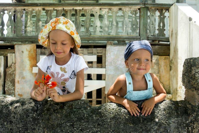 Download Ragazza e ragazzo fotografia stock. Immagine di data - 117976290