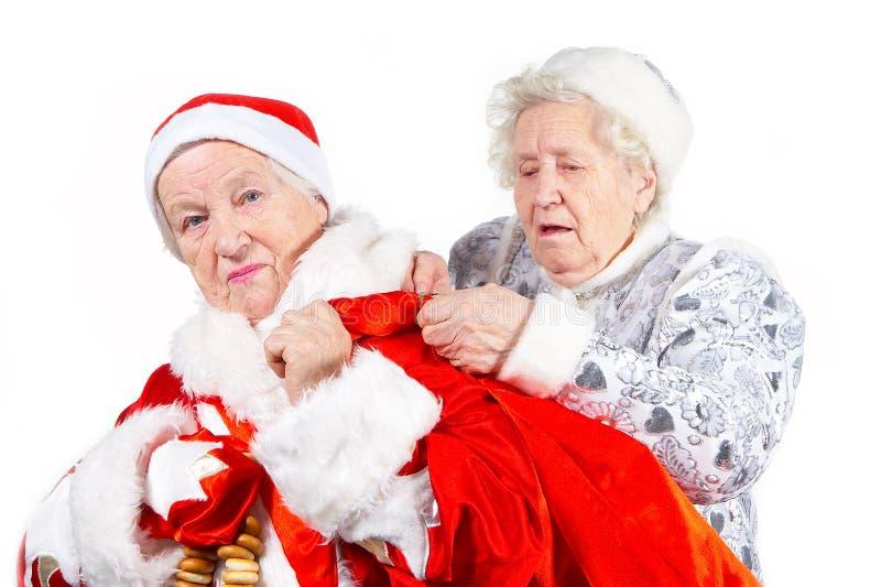 Ragazza e Santa della neve delle signore anziane immagini stock libere da diritti