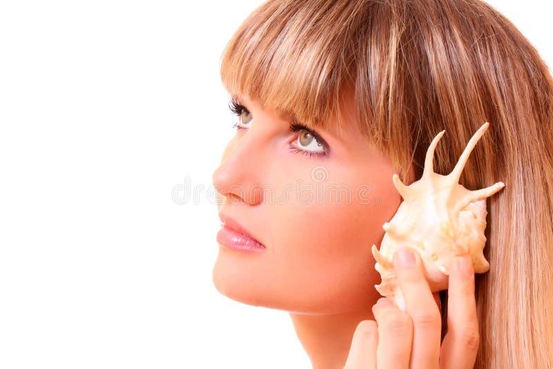 Ragazza e seashell fotografia stock