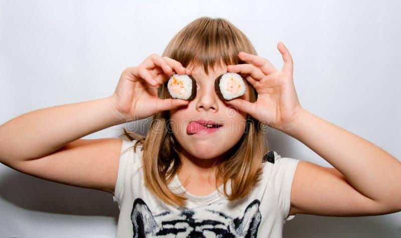 Ragazza e sushi immagini stock