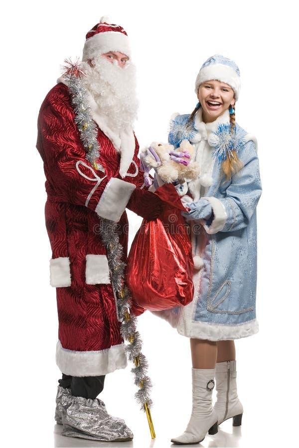 Ragazza ed il Babbo Natale della neve con i regali immagine stock libera da diritti