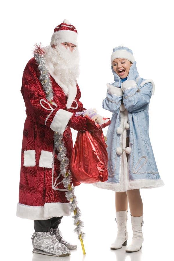 Ragazza ed il Babbo Natale sorpresi della neve fotografie stock libere da diritti