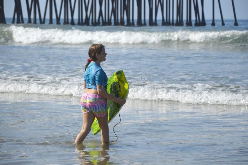 Ragazza ed oceano fotografia stock