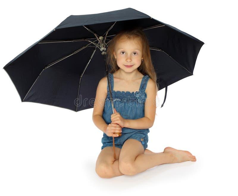 Ragazza ed ombrello fotografie stock libere da diritti