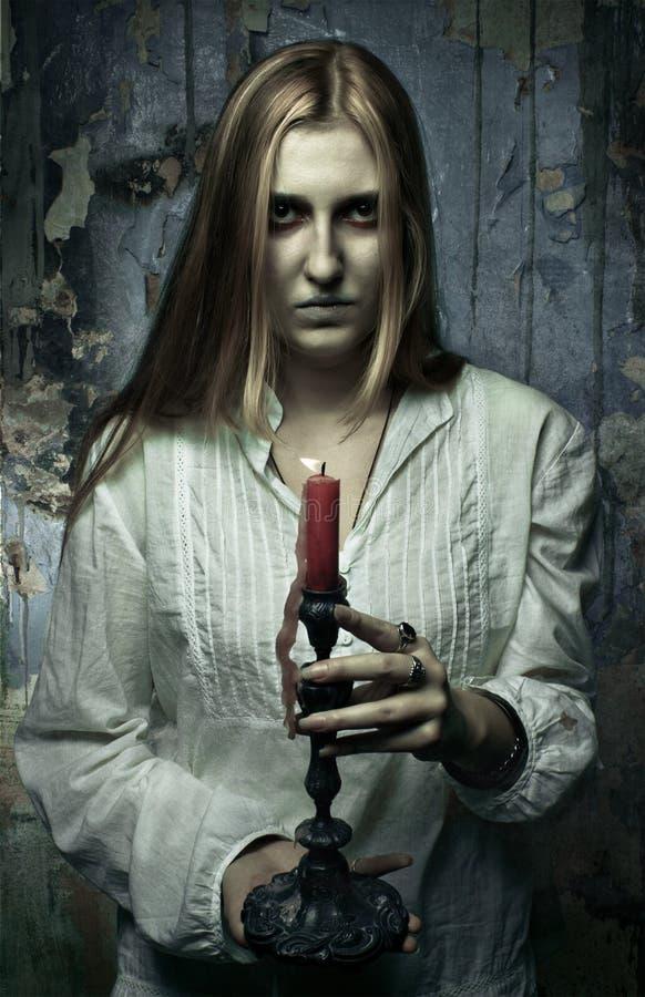 Ragazza fantasma con la candela fotografia stock libera da diritti