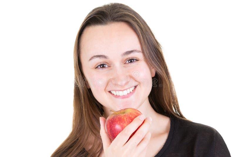 Ragazza felice con il grande sorriso che tiene mela rossa fotografia stock